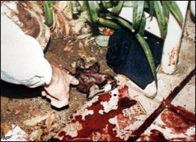 bloody glove found at oj_simpson_crimescene by mark fuhrman