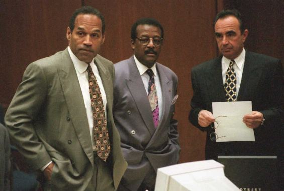 O.J. Simpson (L), Johnnie Cochran Jr. (C) and Robe