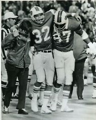 This image has an empty alt attribute; its file name is oj-simpson-being-helped-off-the-field-by-reggie-mckenzie.jpg